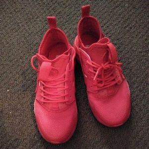 Nike Huraches (Red)
